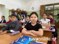 Третьеклассницу, вернувшую найденные два телефона владельцам, отметили в МВД Тувы
