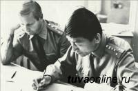 В УФСИН России по Республике Тыва торжественно поздравили с юбилеем ветерана УИС Борбак-оола Узума