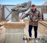 В Туве ищут надпись для монумента в память о замерзшей на ЛДО малышки