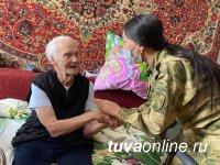 В Туве росгвардейцы поздравили тружеников тыла