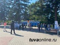 В центра Кызыла ежедневно проводится реабилитационная дыхательная гимнастика для переболевших Covid