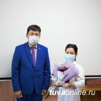 Мэр Кызыла поздравил врачей с профессиональным праздником