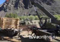 В Туве военные установили 7 из 13 ряжевых опор для возведения мостов через горные реки