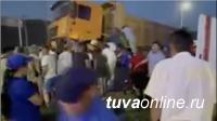 Страшное ДТП в столице Тувы: большегруз раздавил иномарку