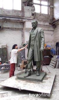 Монумент Иннокентию Сафьянову готов и отправлен из центра России в Туву