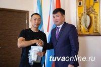 Мэр Кызыла Карим Сагаан-оол встретился с веломарафонцем  Аманом Одуном, преодолевшим  путь от Якутии до Тувы