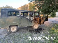 Водитель загоревшегося УАЗа получил ожоги рук, сотрудники МЧС Тувы выяснили причину возгорания