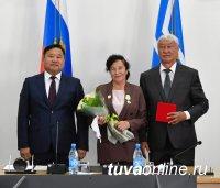 В Туве состоялась торжественная церемония вручения государственных наград к 100-летию ТНР