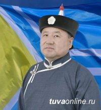 Владислав Ховалыг поздравил земляков с Днем республики