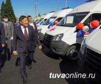 Ключи от 20 новых автомобилей переданы медучреждениям Тувы