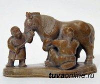 В издательстве ТувГУ выпустили монографию о художественной резьбе по камню