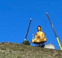 В Туве на горе Догээ (1002 м) в окрестности Кызыла водружена статуя Будды. Общая высота сооружения – 21 м!