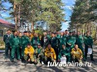 Сенаторы от Якутии и Тувы поблагодарили десантников тувинского отряда авиалесоохраны за самоотверженный труд по тушению пожаров