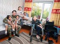 Тува: Военнослужащий Ачыты Нурзат помог женщине, ухаживающей за ребенком-инвалидом и прикованным к кровати супругом