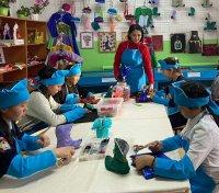 По проекту Тувинского госуниверситета в селе Шуй школьников обучили шитью традиционной детской обуви